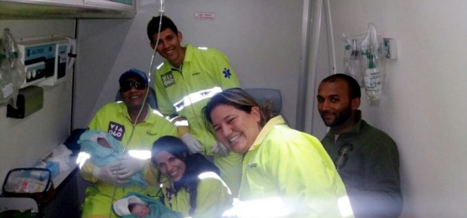 Equipe de resgate da Via 040 auxilia no parto de gêmeos