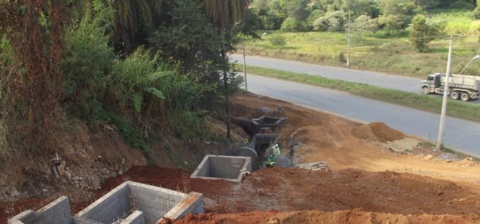 Obras na Rua Catalão do Bairro Vale das Palmeiras seguem em andamento