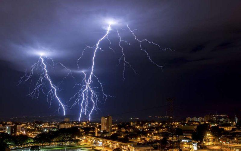 Período de Chuvas requer atenção redobrada para riscos de acidentes elétricos