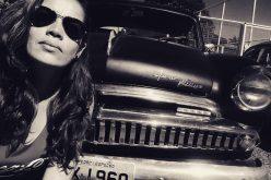 Mulher e apaixonada por carros antigos!