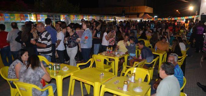 Barraquinha solidária do HNSG atrai grande número de pessoas