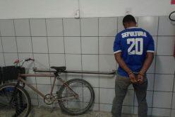 Duas mulheres foram assaltadas na madrugada desta terça-feira no bairro Vila Brasil
