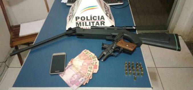 Autores são presos com armas de fogo em veículo na rua Coronel Randolfo Simões
