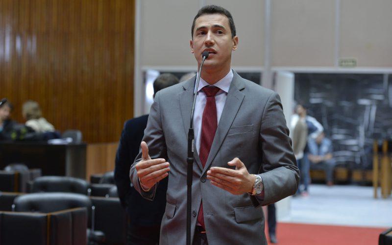 Douglas Melo é coautor de Projeto de Lei que prevê medidas para conter violência contra professores