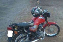 Policiais militares apreendem moto furtada no bairro Várzea
