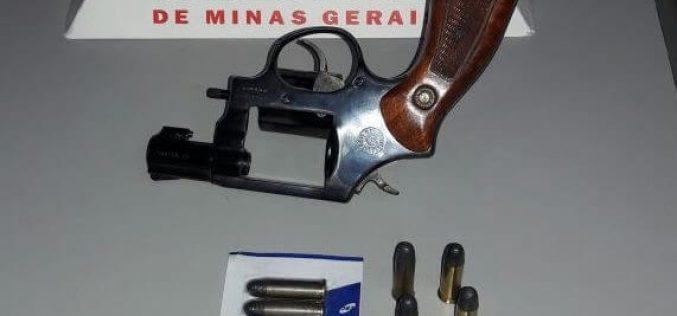 Arma de fogo e munições são apreendidas após briga de casal