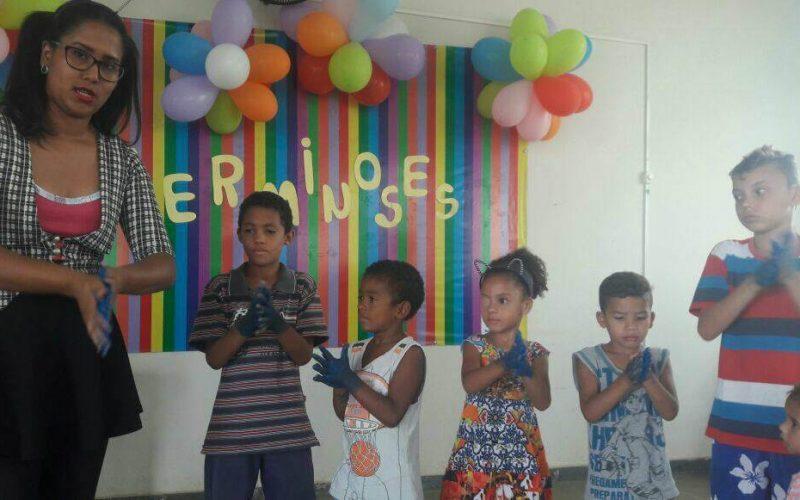 Palestra na Cidade de Deus ensina crianças a prevenirem verminoses