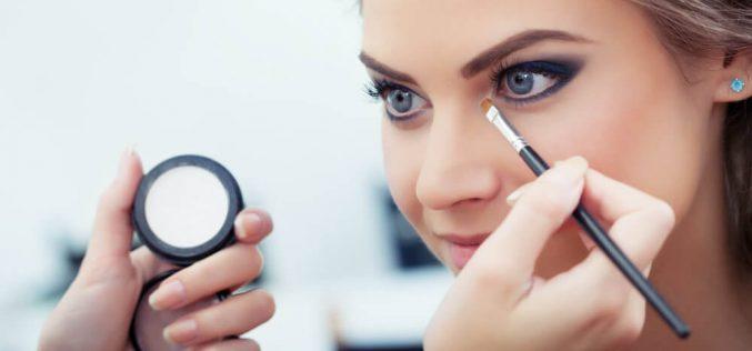 Aumento de mulheres no mercado de trabalho auxilia no crescimento do setor de beleza e estética