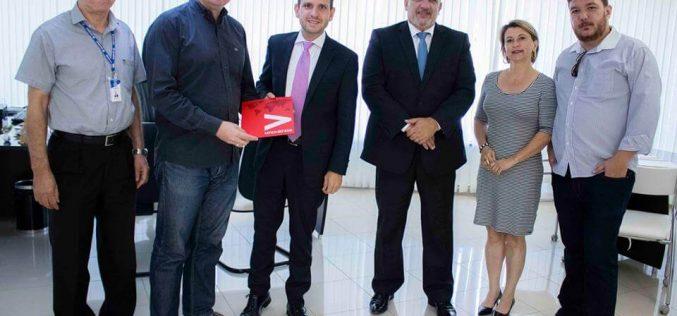 Faculdades Santo Agostinho e Santander firmam parceria para bolsas de graduação e de formação internacional