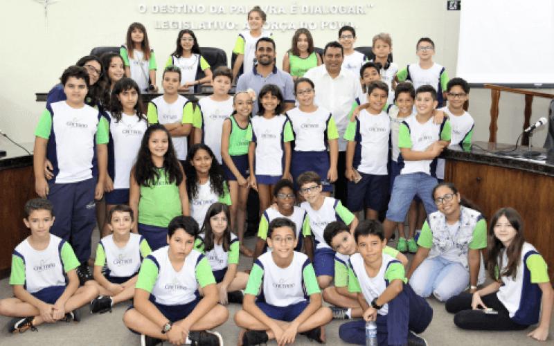 Alunos do Colégio Caetano exercem cidadania em Visita Orientada, na Câmara