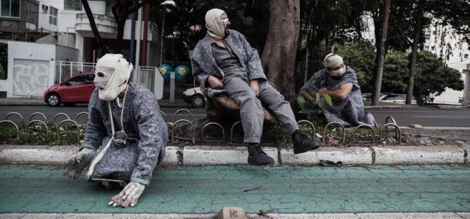 Adaptação de texto de Bertolt Brecht reflete sobre luta de classes na Temporada de Teatro