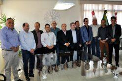 Leone Maciel recebe senador Anastasia e prefeitos da região em seu gabinete