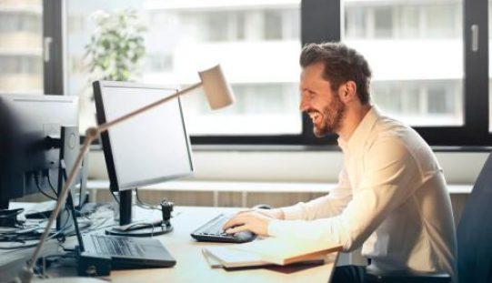 Cinco dicas para ser feliz no trabalho