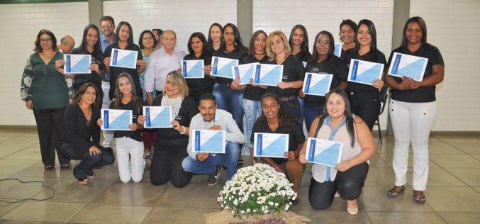 Prefeitura capacita mais 68 profissionais na área de beleza