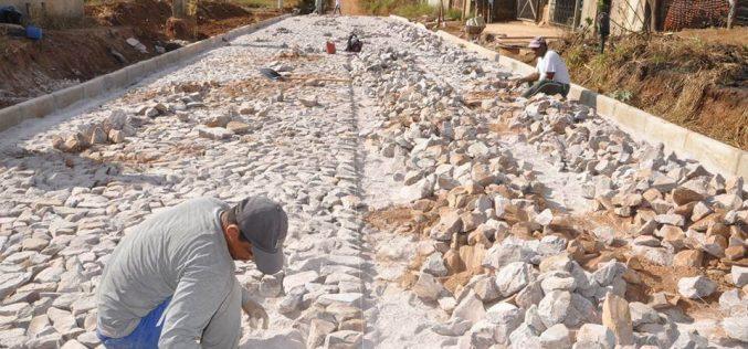 Prefeitura faz obras de pavimentação e muda realidade do Quintas da Varginha
