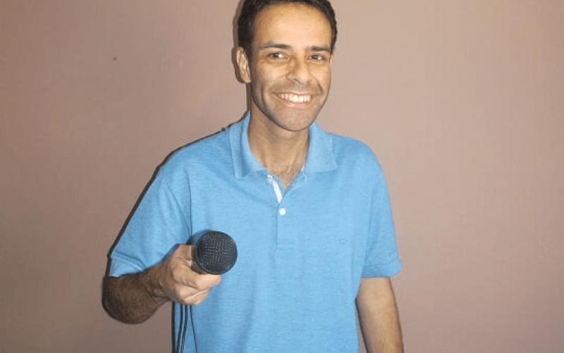 Plateia dá muitas risadas no show de Ricardo Bello
