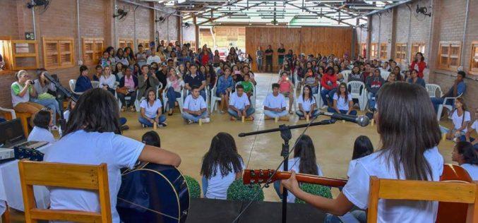 Alunos da Escola Ruth Brandão participam do Fórum Itinerante da Juventude