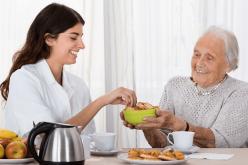 Cinco cuidados essenciais para o paciente com Alzheimer