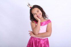 Aos 8 anos, sete-lagoana lança seu primeiro livro