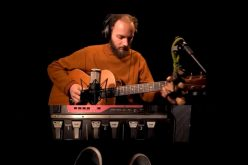 Teatro Preqaria recebe atração musical Bernardo Bauer lançando seu álbum 'pelomenosum'