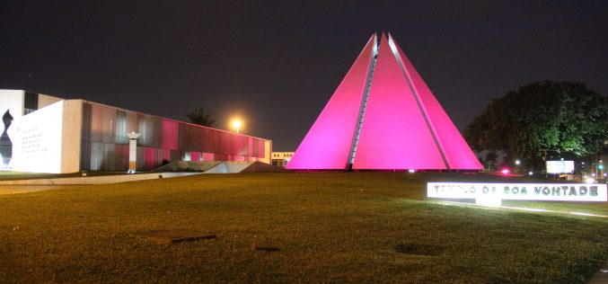Templo da Boa Vontade ganha iluminação especial em apoio à campanha Outubro Rosa