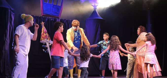 Espetáculo com palhaços resgata brincadeiras antigas e canções de roda no Teatro Preqaria