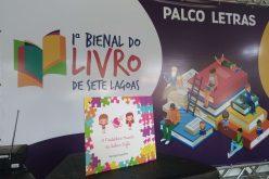 """Lançamento do livro """" O Fantástico Mundo de Julia e Sofia"""" na Bienal"""