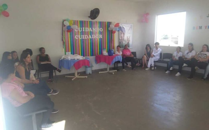 UBS Cidade de Deus realiza encontro do projeto cuidando do cuidador