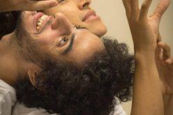 Teatro Preqaria: espetáculo foca em vivências dos atores ao som de Cazuza