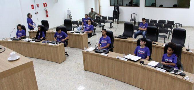 Vereadores do Parlamento Jovem realizam primeira reunião na nova Câmara Municipal