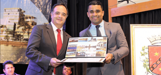 Câmara entrega diplomas de mérito e título de cidadania honorária para destaques da cidade