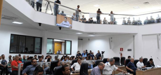 Câmara vai analisar requerimento que pede cassação do prefeito Leone Maciel