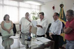Duílio de Castro é empossado pela Câmara Municipal