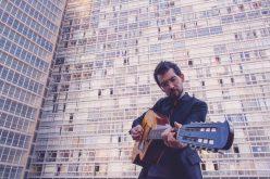 Teatro Preqaria recebe show de lançamento do EP Rastro Quente, de Luiz Rocha