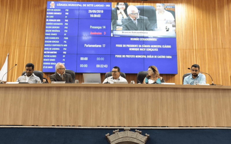 Presidente Caramelo é reconduzido e prefeito Duílio fala em redução de secretarias em posse