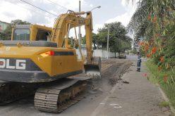 Prefeitura inicia obras de pavimentação e recapeamento na Av. Doutor Renato Azeredo