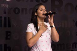 Cantora gospel Gabriela Diniz realiza Live Solidária em Sete Lagoas