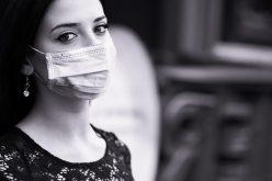 Máscara obrigatória esconde o sorriso mas realça os olhos