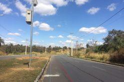 Dispositivo medidor de velocidade é instalado na Av. Perimetral para redução de acidentes