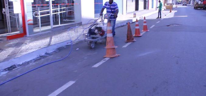 Prefeitura de Sete Lagoas realizou mutirão de limpeza em vias da região central no último domingo (12)