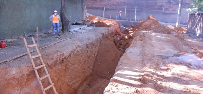 Entorno da Praça Pitangui recebe obras de drenagem pluvial e terá nova pavimentação