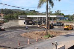 Nova rotatória da Marechal Castelo Branco recebe completa pavimentação
