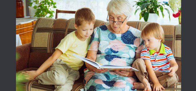 Comunicação entre avós e netos auxilia no desenvolvimento intelectual das crianças e na prevenção da depressão em idosos